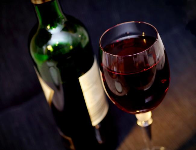 accueil verre bouteille vin rouge chateau haute-nauve saint emilion